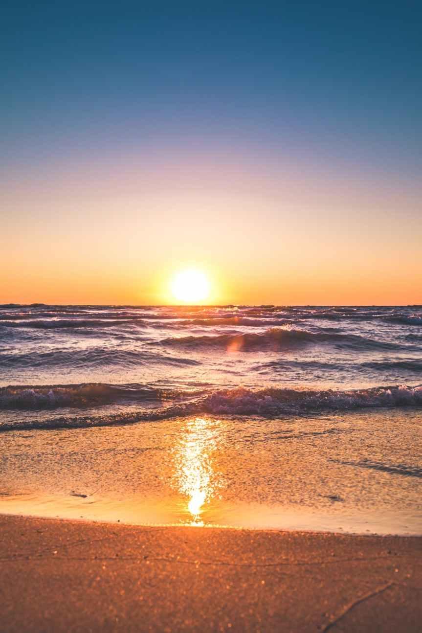 Ζητήσαμε από 5 bloggers να μας περιγράψουν την αγαπημένη τους παραλία (εμπνευσμένο απόoneman.gr)